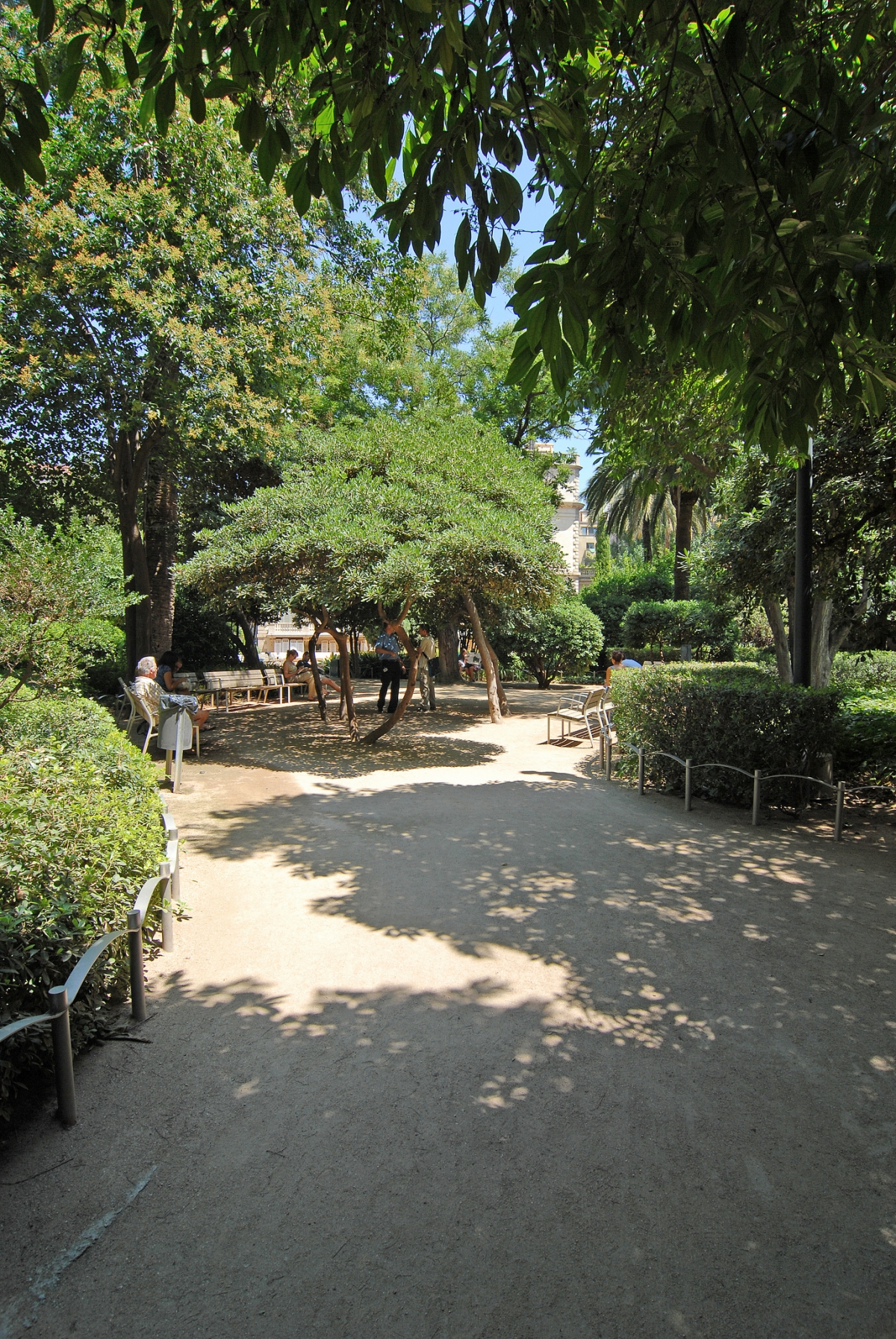 Jardines del palau robert barcelona film commission for Jardines del palau