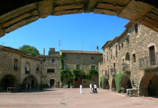 Cruïlles, Monells i Sant Sadurní de l'Heura | Barcelona Film Commission