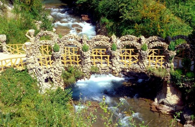 Pont dels arcs, Jardins Artigas d'Antoni Gaudí, La Pobla de Lillet