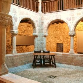 Clasutre del Palau de l'Abadia