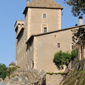 Castell Riudabella Driveway